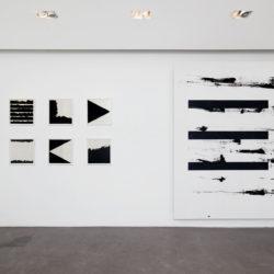 Sans titre (2013, 34 x 31 cm) et Sans titre (2015, 230 x 160 cm)